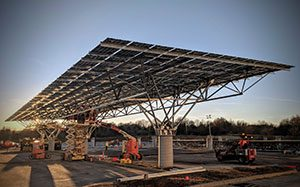 Using Quest Renewables' technology, Hannah Solar installed the QuadPod solar system for AVX Corp. in Fountain Inn, South Carolina in just 28 days. (Photo: Wyatt Roscoe, @wyattoming)