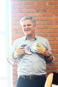 Steve Case, technology entrepreneur, wears a necklace of Aol software disks on May 7 during a luncheon hosted by the AT&T Foundry at Tech Square. (Photo credit: Diane Lin)
